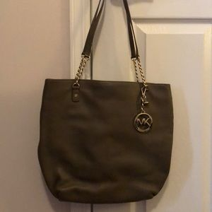 Michael KORS bag! Barely used
